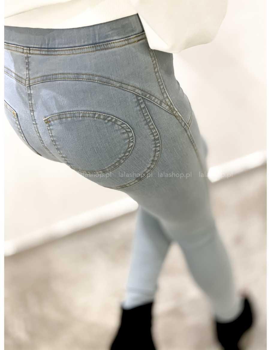Spodnie legginsy PUSH UP